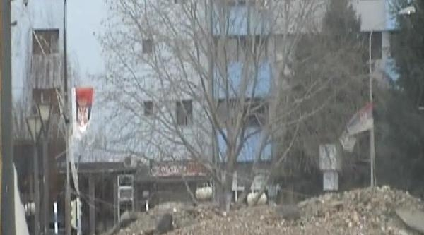 Mitroviça'yı Bölen İbre Köprüsü'ndeki Barikat 3 Yıl Sonra Kaldırıldı