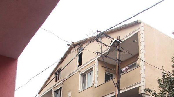 Mobilya Dükkanında Yangın Çikti, 1'i Bebek 5 Kişi Hastaneye Kaldırıldı