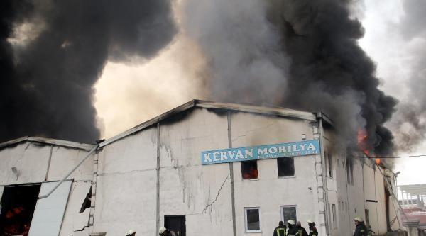Mobilya Fabrikası Yandı (2)