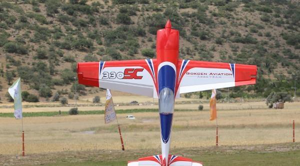Model Uçak Şampiyonasinda Kupalar Sahiplerini Buldu