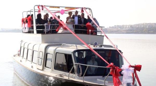 Mogan Gölü'nde Gezi Teknesinde Nikah Töreni