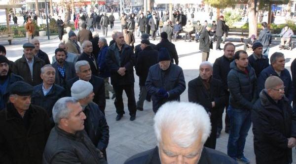 Molla'nin Giyabi Cenaze Namazinda Tartişma