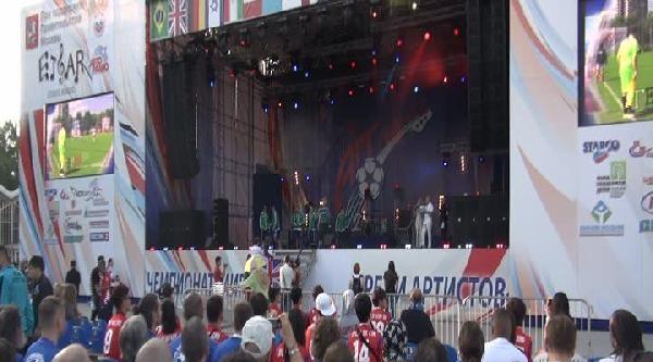 Moskova'da Art-futbol'un Açılış Töreninde Türk Şarkici Coşturdu