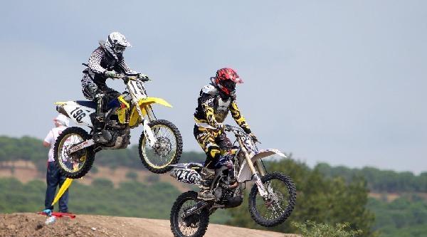 Motokros Şampiyonasi Gönen'de Start Aldı