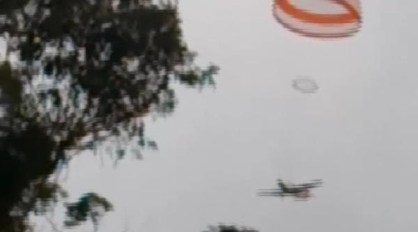 Motoru Havada Duran Uçak Paraşütle Yere İndirildi