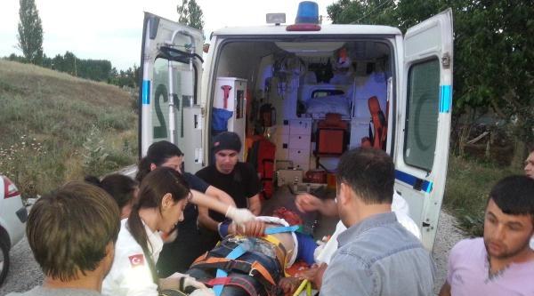 Motosiklet Bariyerlere Çarpti: 1'i Ağır, 2 Yaralı