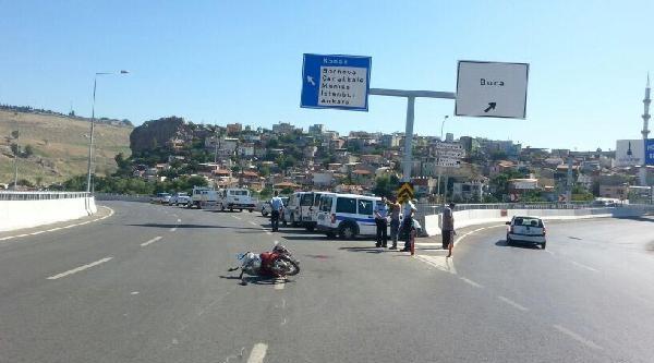 Motosiklet Sürücü Yaralandı, Kasksız Eşi Öldü