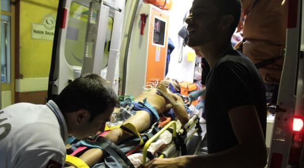 Motosiklet Traktörle Çarpişti: 2 Yaralı