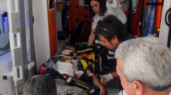 Motosikletle Tır'ın Altında Kalan Polis Ağır Yaralandı
