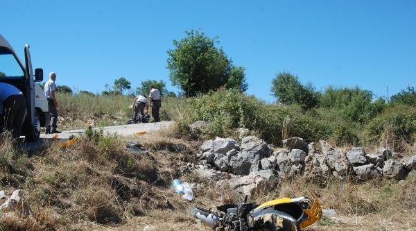 Motosikletler Çarpişti: 1 Ölü, 2 Yaralı