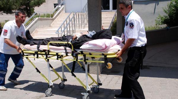 Müftü Vekili Makamında Çakiyla Yanağından Yaraladı