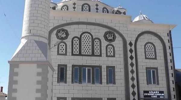 Muhtar Odasında Namaz Kılınan Köye Cami Yaptırdı
