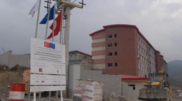 Mültecilere Otel Konforunda Kabul Merkezi