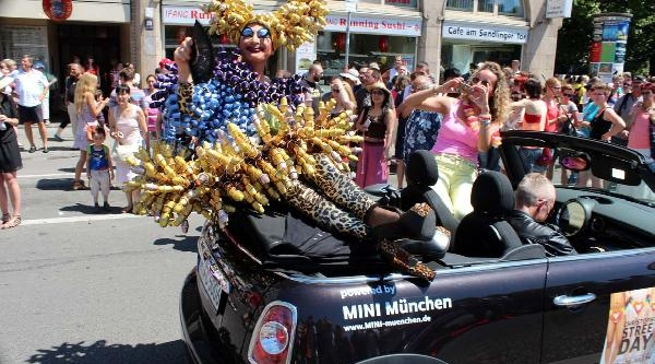 Münih'te Gay Ve Lezbiyenler Yürüdü