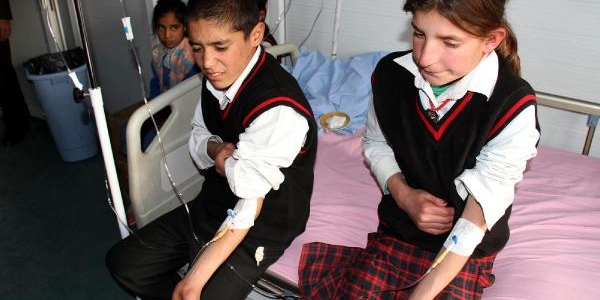Muradiye'de 400 Öğrenci Yemekten Zehirlendi