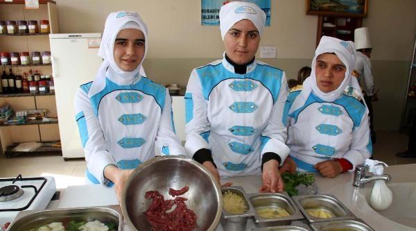 Muradiye'de Kadınlara Aşçılık Kursu