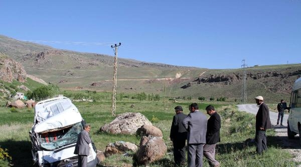 Muradiye'de Kaza: 4 Yaralı