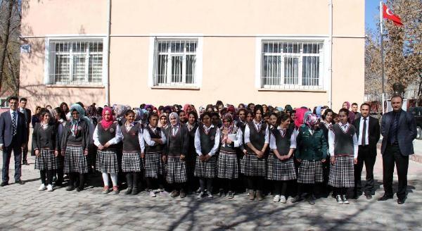 Muradiyeli Kız Öğrenciler Harçlıklarını Suriyeli Çocuklara Gönderdi