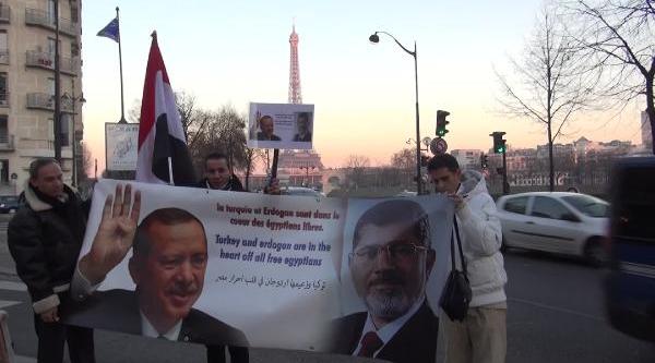 Mursi Yandaşlarindan Paris'Te Erdoğan'A Afişli Teşekkür