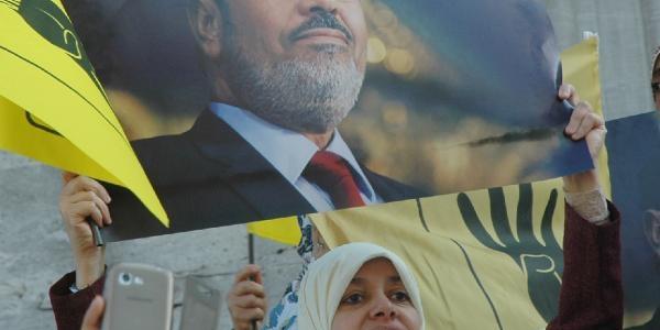 Mursi'Nin Yargilanmasi Protesto Edildi