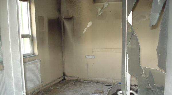Muş'ta Pkk Yandaşları Dersane Yaktı