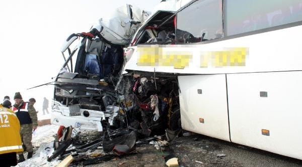 Muş'ta Sis Yüzünden 2 Otobüs Çarpişti: 4 Ölü,18 Yarali(Ek Fotoğraf)