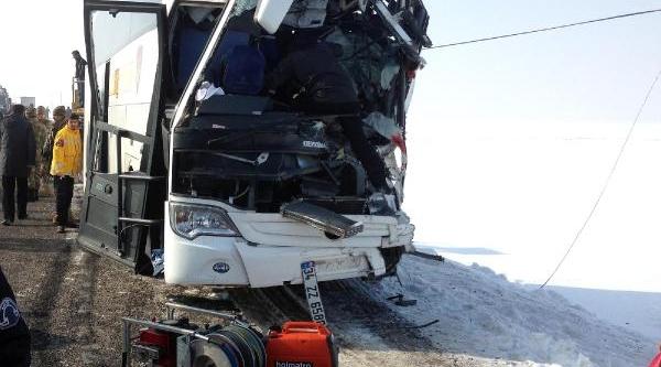 Muş'ta Sis Yüzünden 2 Otobüs Çarpişti: 4 Ölü,18 Yarali(Fotoğraf)