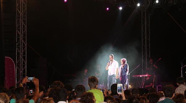 Mustafa Ceceli Konserinde Evlenme Teklifi