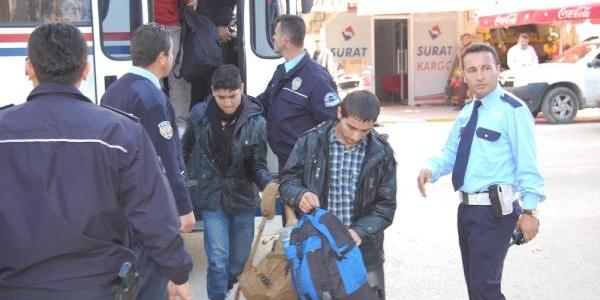 Mustafakemalpaşa'Da 22 Kaçak Yakalandi