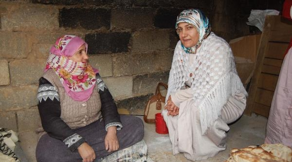 Muş'un İlk Kadın Muhtar Adayı, Kapı Kapı Dolaşıp Oy İstiyor
