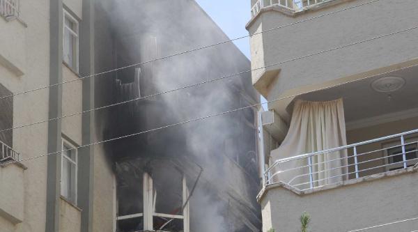 Mutfakta Çikan Yangın 3 Evde Hasara Yol Açtı