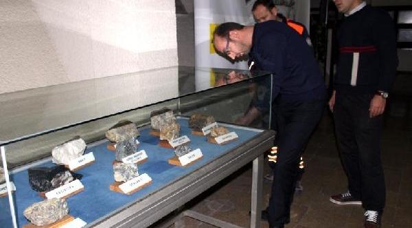 Müzede Sergilenen Uranyum Paniğe Neden Oldu