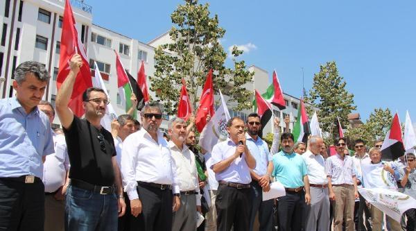 Namaz Sonrası İsrail'i Protesto Ettiler