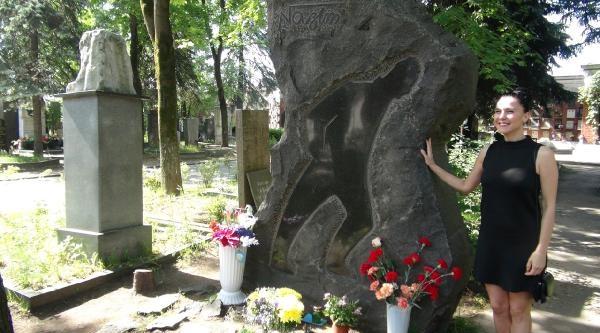 Nazım Hikmet Ölümünün  51.yıldönümünde Moskova'daki Mezarı Başında Anıldı