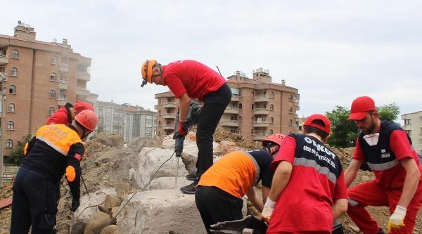 Nefes Kesen Deprem Tatbikatı