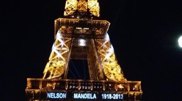 'nelson Mandela' Eyfel Kulesinde