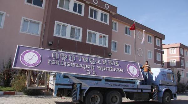 Nevşehir Üniversitesi'nde Tabelalari Söküldü