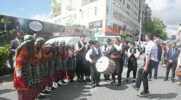 Nevşehir'de Halk Oyunları Şenliği Kortej Yürüyüşüyle Başladı