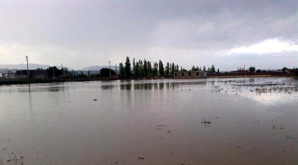 Nevşehir'de Sel Ve Dolu Zarara Neden Oldu