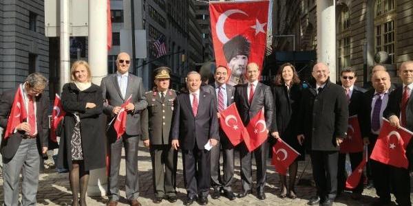 New York'ta Türk Bayraği Göndere Çekildi