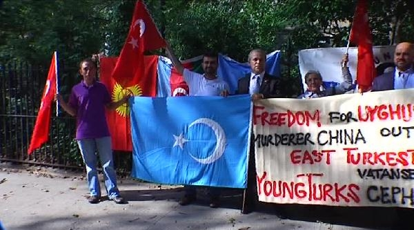 New York'ta Türkler'den Çin Protestosu