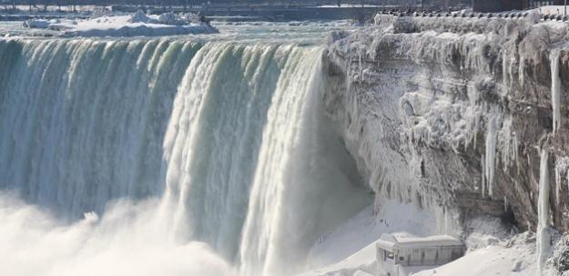 Niagara Şelalesi buz akıyor!