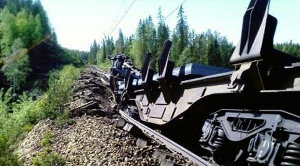 Nikel Asidi Taşıyan Trenin 15 Vagonu Raydan Çikti