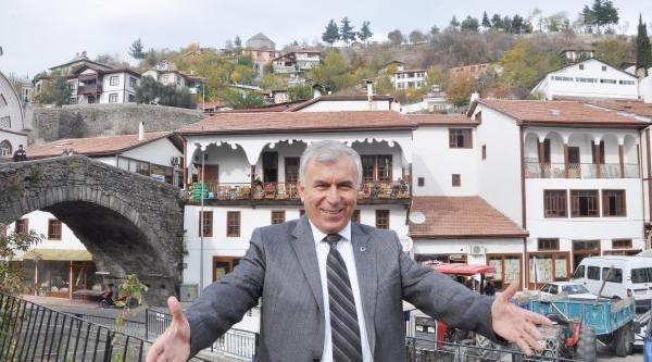 Niksar'da Yeni Slogan: Çarşi, Avm'ye Karşi