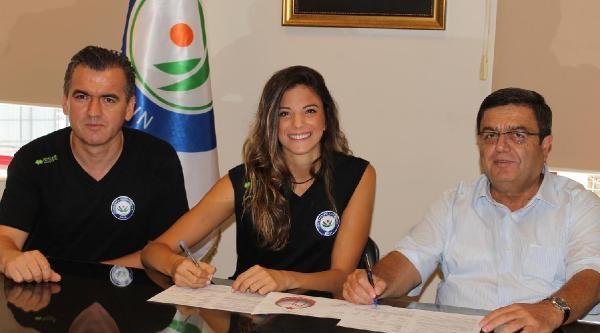 Nilüfer Belediyespor Cemre'yle İmzaladi