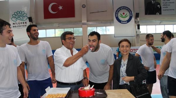 Nilüfer Belediyespor'da Çağlayan'a Doğum Günü Sürprizi