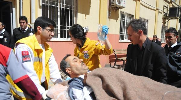 Nizip'te Ak Parti'li Gruba Bıçaklı Saldırı: 4 Yaralı