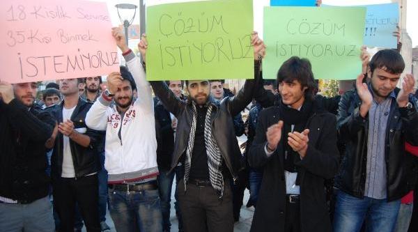 Nizip'te Üniversite Öğrencilerinden Servis Eylemi