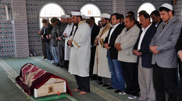 Nöbette Bıçaklanarak Öldürülen Er Gezer, Nusaybin'de Toprağa Verildi