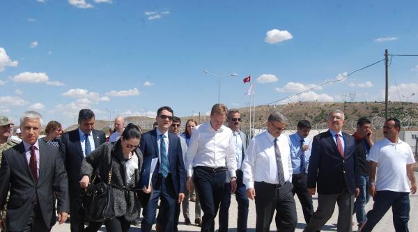 Norveç Dışişleri Bakanı Nizip'teki Çadir Kenti Gezdi